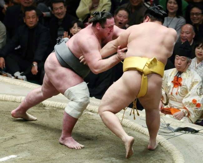Japan Female Mayor Battles Men-Only Sumo Rule