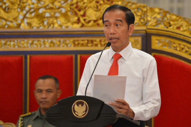 Jokowi Receives Hong Kong Chief Executive