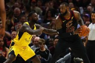 Dramatis, <I>Three Point</I> LeBron James Menangkan Cavs atas Pacers