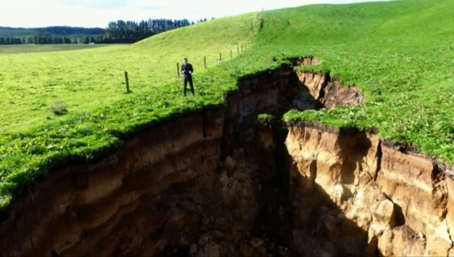 New Zealand Sinkhole Reveals Glimpse into 60,000-Year-Old Volcano