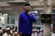 Malaysia's Scandal-Hit PM Faces Ex-Mentor, 92, in Election