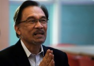 Malaysia King Agrees to Pardon Anwar after Opposition Election Win