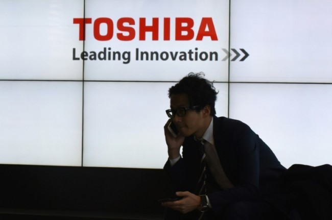 Struggling Toshiba Returns to Black, Avoids Delisting