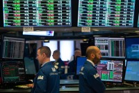 Wall Street Menguat Usai Suku Bunga Acuan AS Tetap