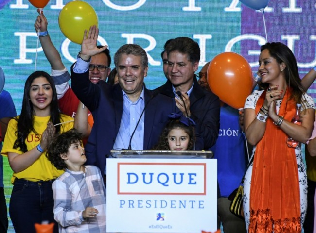 Anti-FARC Conservative Wins in Colombia, Faces Leftist in Runoff