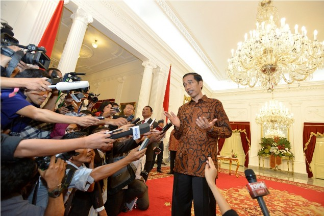 Jokowi Urges Public to Reject Online Hoaxes
