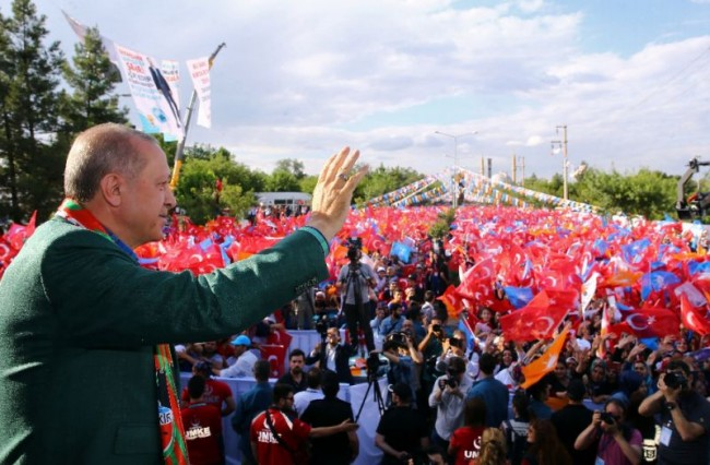 Erdogan, Rivals Woo Turkey's Crucial Kurdish Vote