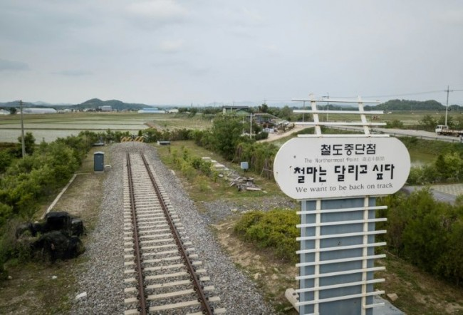 Koreas Hold Talks on Connecting Railways