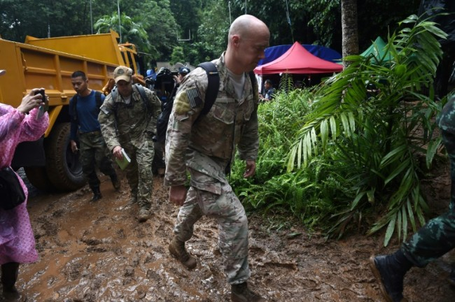 Foreign Divers, Soldiers Join Rescue for Thai Children Trapped in Cave