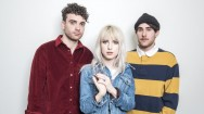 Simak Video Musik Terbaru Paramore, Caught In The Middle