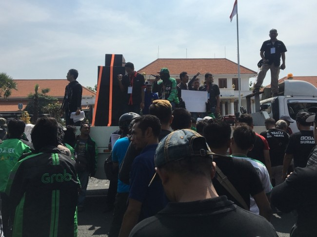 Online Motorcycle Taxi Drivers  Hold Rally in  East Java