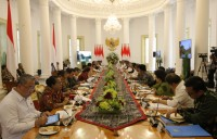 Jokowi Gathers Cabinet Members at Bogor Palace