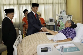 Jokowi dan JK Jenguk SBY di RSPAD