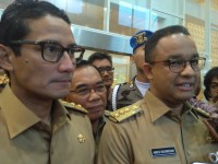 Anies Kerepotan Ditinggal Sandi