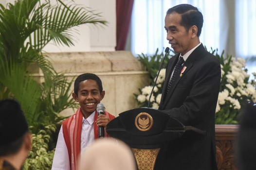 Bertemu Jokowi, Joni Minta Hadiah Sepeda dan Rumah