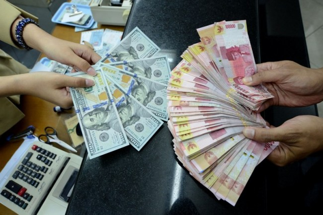 Govt Stays Vigilant as Rupiah Surpasses Rp14,700 Per Dollar