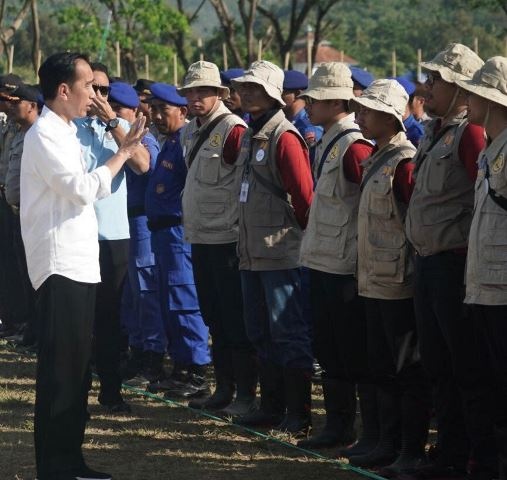 Jokowi Inspects Construction of Earthquake-Proof Houses in Lombok