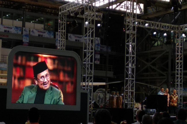 BJ Habibie Dapat Penghargaan <i>The Founding Father</i> Dirgantara Nasional