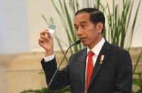 Jokowi Laments the Death of Persija Supporter