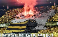 Tolak eSports, Ultras Young Boys Lempar <i>Stick</i> PS ke Lapangan