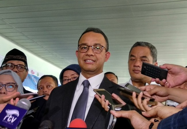 Anies Urges Central Government to Review Giant Sea Wall Project
