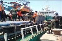 TNI Supports Post-Quake Relief Efforts in Sumenep
