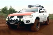 Modifikasi <i>Simple</i> Mobil Offroad ala Binsar Betonianto