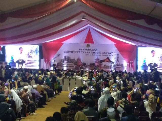 Jokowi Distributes 5000 Land Certificates in South Jakarta