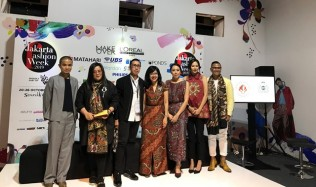 Yayasan Jantung Indonesia Kampanyekan Go Red for Women di Jakarta Fashion Week 2019
