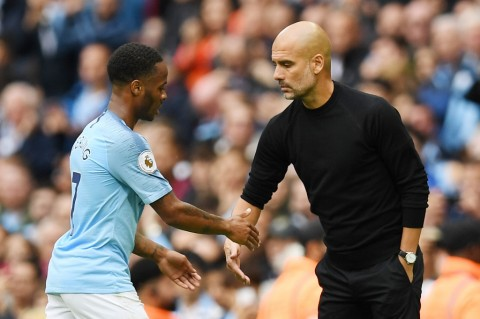 Pelatih Manchester City, Pep Guardiola (kanan), bersama pemainnya, Raheem Sterling (AFP/Paul Ellis)
