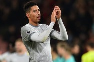 Chris Smalling Tinggal Lebih Lama di Old Trafford