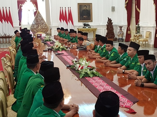 Jokowi Receives GP Ansor Officials at Merdeka Palace