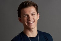 Tom Holland akan Bintangi Film Adaptasi Gim Uncharted