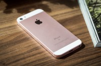 Apple iPhone SE Terjual Habis