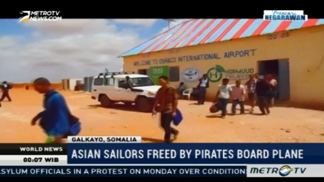 26 Asian Sailors Freed by Somali Pirates Board Plane