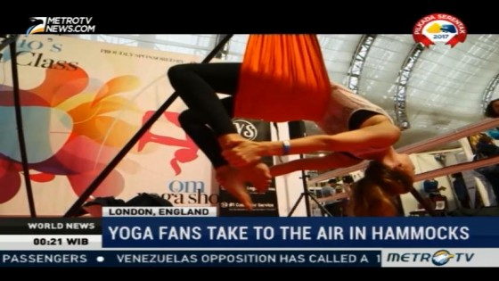 Yoga Fans Take to The Air in Hammocks