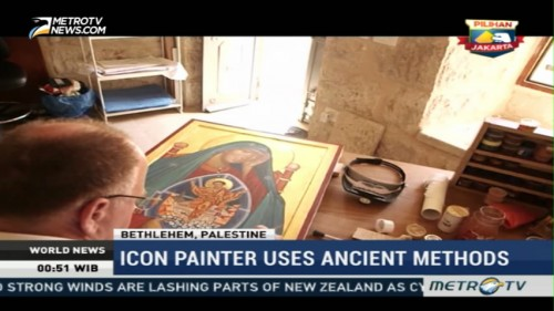 Icon Painter Uses Ancient Methods
