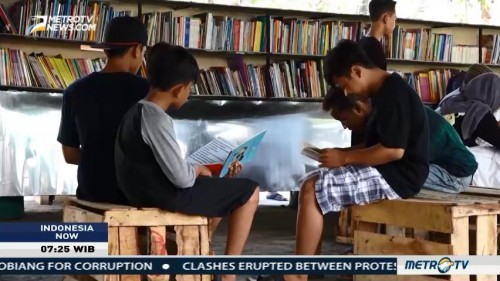Slum Area Transformed Into Library