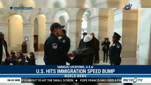 Drive to Fund US Government Hits Immigration Speed Bump