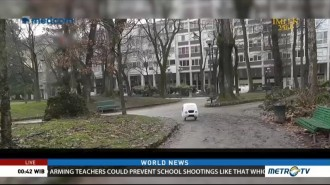 Robot Drives Itself to Deliver Packages