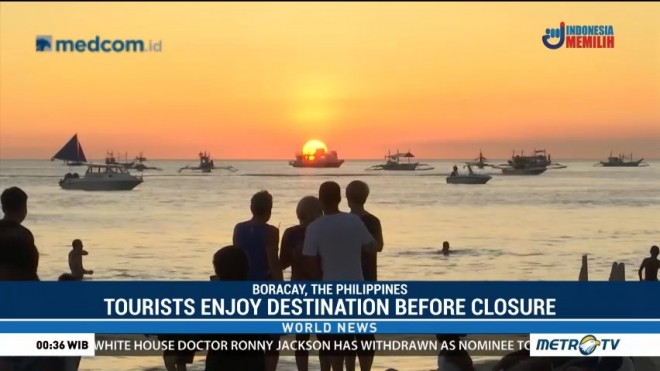 Tourists Enjoy Destination Before Closure