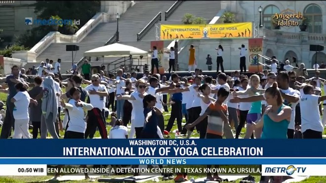 Yoga Practitioners Bring Mats to the Lawn of US Capitol