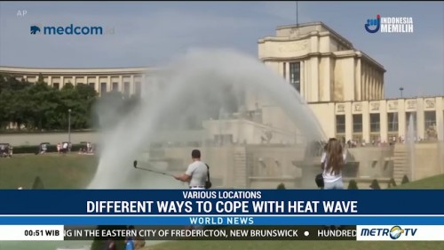Tourists, Europeans Find Different Ways to Cope with Heat Wave