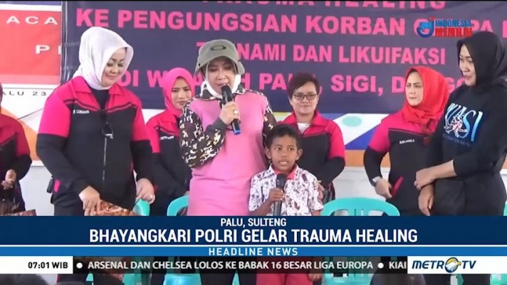 Ketua Umum Bhayangkari Beri <i>Trauma Healing</i> untuk Korban Bencana Palu