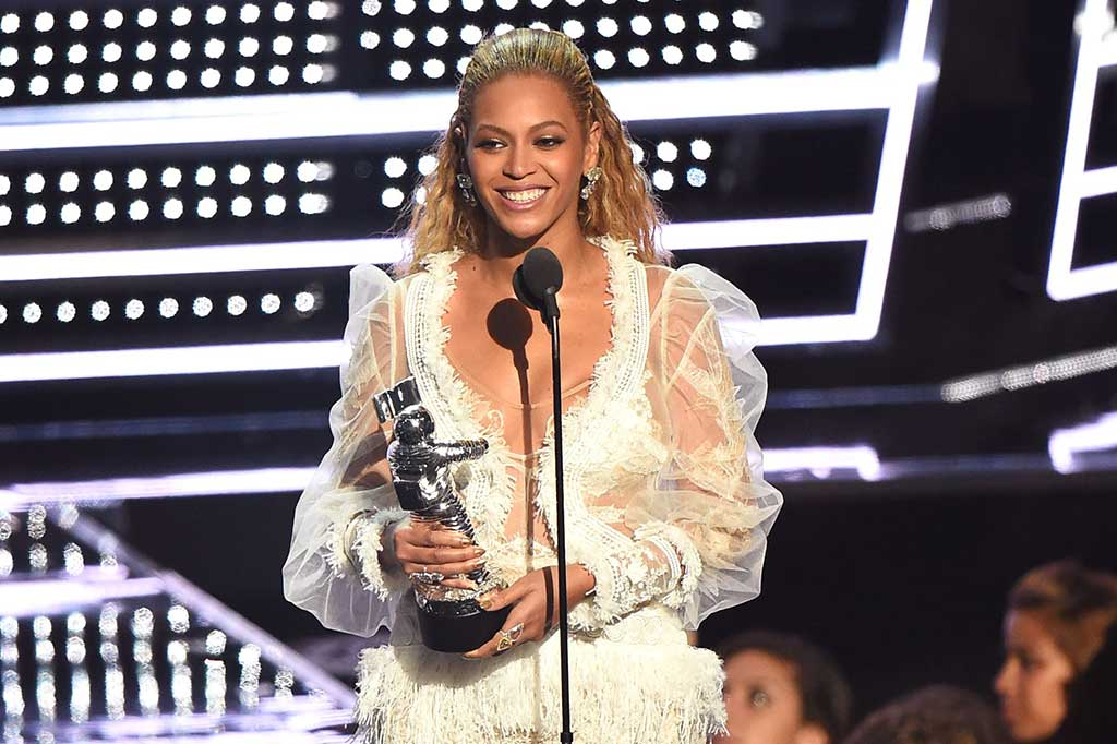 'Formation' Antar Beyonce Raih 'Video of the Year'