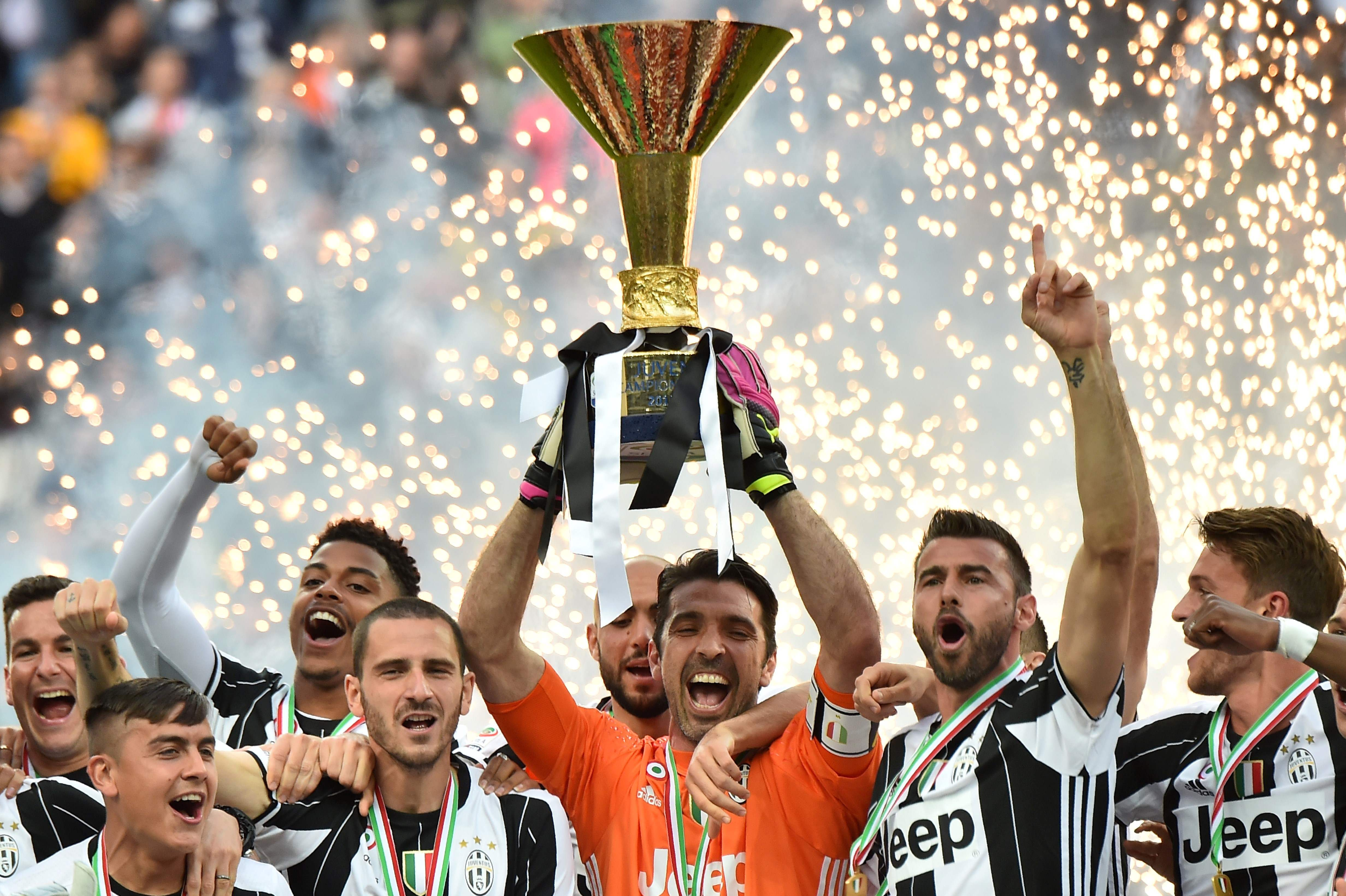 italia foto foto perayaan gelar scudetto juventus. Black Bedroom Furniture Sets. Home Design Ideas